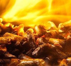 Holzpellets die verbrennen